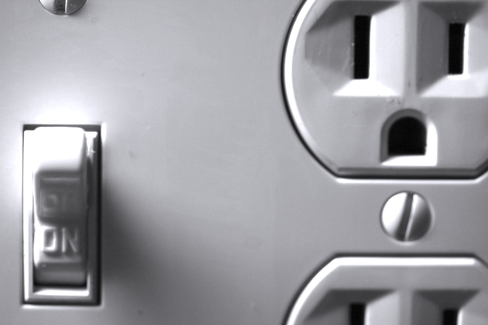 Basics of Electricity and Circuits: How Energy Moves Through the Home